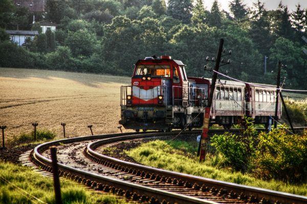 train-3617B3322B92-6C2B-8FFF-1A20-07841691990E.jpg