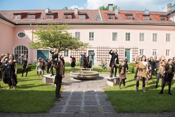 1528384490-2-salzburgerfestspieleundtheaterkinderchor3556EA00-4A88-3B38-7E73-432FC3CAEB2A.jpg