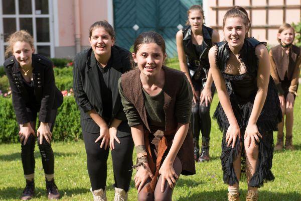 1528384541-3-salzburgerfestspieleundtheaterkinderchorBB1A31A9-A54E-0749-0EB8-7210D4E33AB7.jpg